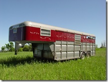 2 horse goosneck trailer with living quarters